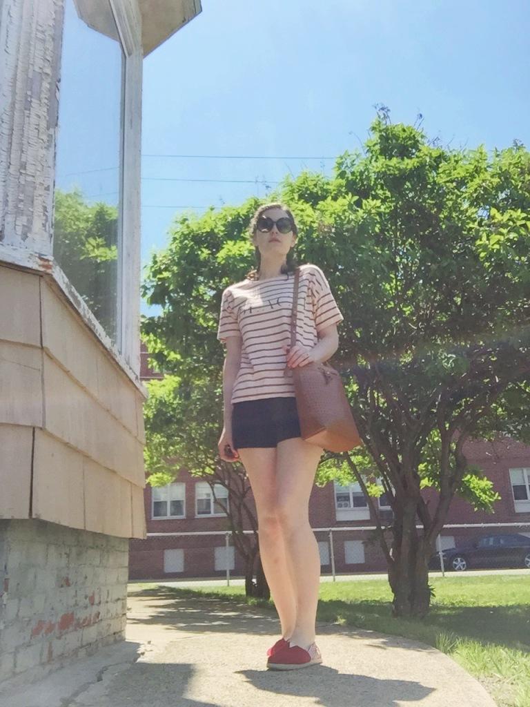 top/Madewell, shorts/Loft, shoes/Toms, bag/Kelsi Dagger BK, sunnies/vintage