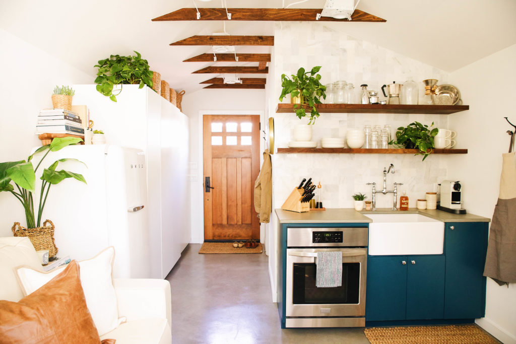 New-Darlings-Guesthouse-Tiny-Home-with-Pottery-Barn-2-e1525116715185.jpg